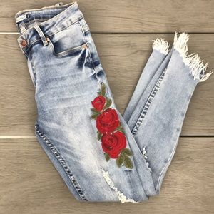 Revamped denim cropped jean embroidered roses  00